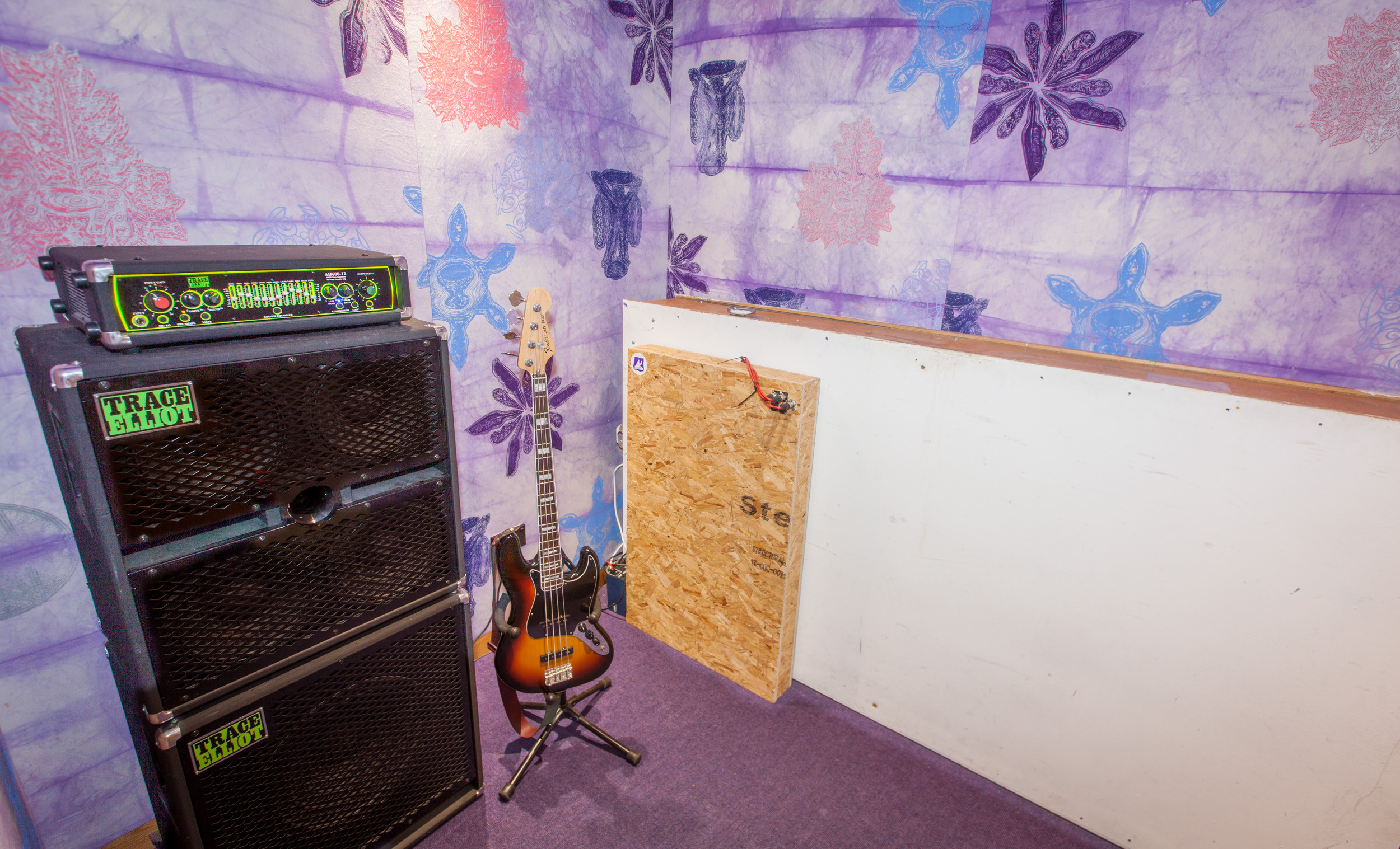 10. Studio 3 plate & amp booth