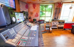 Studio 4 desk close 1